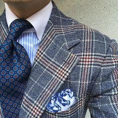 Blue tones. #men #menstyle #menswear #mensfashion #napoli #sprezzatuza #mensclothing #bespoke #dandy #gentleman #mensaccessories #mensstyle #tailor #milano #fashion #menwithclass #italy #style #styleformen #wiwt #suit #dapper #menwithstyle #ootd #daily #moda #stile #elegance #classy #mnswr
