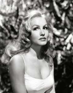 Julie Newmar, 1959.    (Source: valentinovamp)