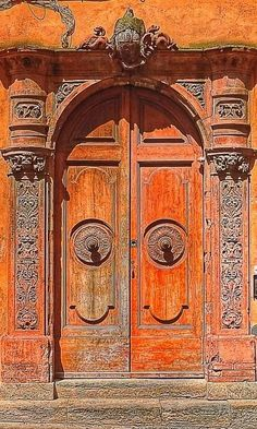(via San Gimignano, Siena, Italy | Doors~World Colour | Pinterest)