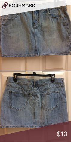 Denim Mini Skirt Barely worn denim skirt in light wash. Pockets on front and back. Old Navy Skirts Mini
