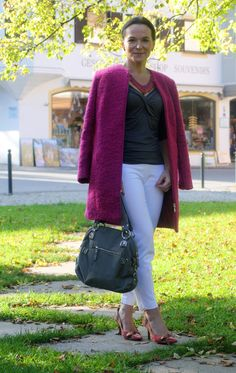 AUTUMN STYLE IN A PINK COAT