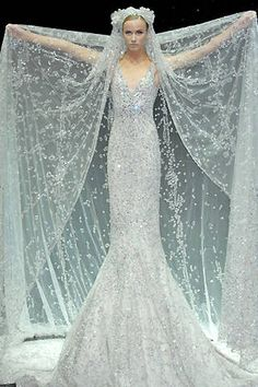 Elie Saab Fall 2007 Couture Runway - Elie Saab Haute Couture Collection - ELLE