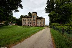 Schloss Kobrow (D) May 2014 Abandoned castle villa in the former East Germany urbex decay hdr Photo by: Jascha Hoste