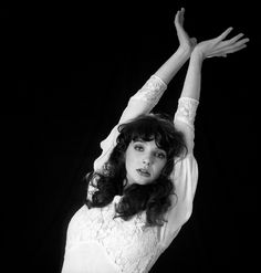 Kate Bush: photographs by Gered Mankowitz and Guido Harari – Snap Galleries Limited Toni Braxton, 20th Century Fashion, Wedding Quotes, Iconic Women, Celebs, Celebrities, Dieselpunk, Style Icons, Cool Pictures