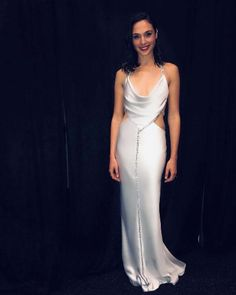 Look Gal Gadot Height, Age & Measurements - How Tall is Gal Gadot? Gal Gadot height is 5 feet and 9 inches and her weight around Know more about her workout, diet, bra size, shoe size and other body Measurements. Gal Gadot Instagram, Gal Gadot Wonder Woman, Queen, Colorful Fashion, Dress Me Up, Gowns, Formal Dresses, Formal Wear, Outfits
