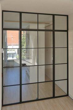 astreine Glastrennwand im Industrie Look