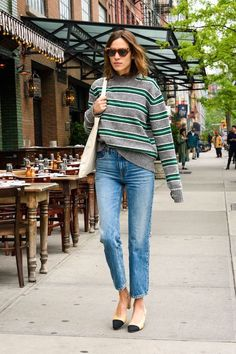 2 Ways to Wear An Oversized Striped Sweater Like Alexa Chung