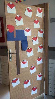 Sunday School Classroom, Classroom Door, Paper Flowers Craft, Flower Crafts, Valentines Day Decorations, Birthday Decorations, Pastor Appreciation Month, Ideas Aniversario, Diy And Crafts