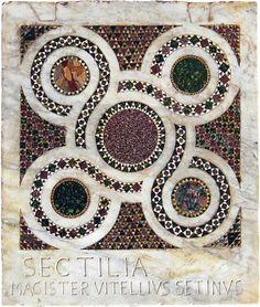 Un tappeto con geometrie molto complesse. Ridisegnarne uno, anche un piccolo pannello come questo del Magister Vitellius Setinus