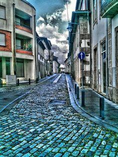 """Boa tarde :D O ínicio da antiga """"reta da Barca"""" e aquela que já foi a rua mais movimentada de Arcos de #Valdevez. Hoje em dia calma e sossegada. - http://ift.tt/1MZR1pw -"""