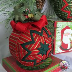 Candy Cane Quilted Christmas Ornament in por QuiltedKpskOrnaments