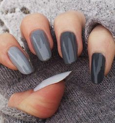 20 Fabulous Fall/Winter Nail Trends: #18. Grey Nail Hues