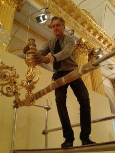 Reuzen-kandelabers van Willem II in Hermitage uit elkaar halen voor transport naar @hetdordts