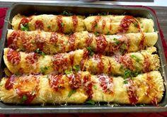 Naleśniki zapiekane z mięsem i warzywami Dziś polecam Wam przepis na bardzo smaczny, szybki i prosty w wykonaniu obiad. Naleśniczki zapiekane z kurczakiem i warzywami. Możemy użyć dowolnej ulubionej mrożonki warzywnej. Do dania polecam podać pyszny domowy sos czosnkowy.   Składniki: ok 8 naleśników PRZEPIS TUTAJ 1 pojedynczy filet z kurczaka olej do smażenia … Crepes, Kitchen Recipes, Cooking Recipes, High Carb Diet, Polish Recipes, Polish Food, What To Cook, Chicken Recipes, Food Porn