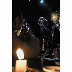 El fuego la pantalla la música #music #concert #singer #stage #performance #bar #quito #ecuador #pobrediablo #paolanavarrete #candle #light #dark #canon #cellphone #screen #sing #musicians #microphone #mic #musiclive #photooftheday #girl #snapchat #fire