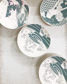One of my favorite so far from @hataman_toen  the underglaze paint of traditional pattern. All hand painted line by line . . #hataman #imari #porcelain #truffypitravel #truffypiinjapan #japan #artisan #imariyaki #nabeshima #pottery #theartofslowliving #craftmanship #handpainting #hatamantouen