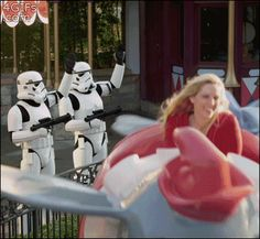 Stormtroopers waving at Darth Vader on the 'Dumbo' ride at Disneyland, Star Wars Humor, Probably the greatest gif in the history of forever❤️. Disney Love, Disney Magic, Disney Land Funny, Disney Humor, Disney Stuff, Lego Krieg, Funny Videos, Funny Gifs, Haha
