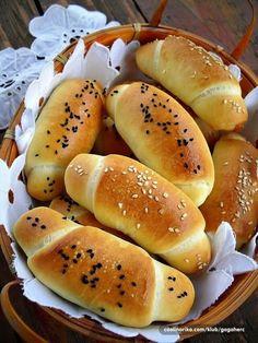 Není to až tak těžké - youi. Bread Baking, Hot Dog Buns, Kefir, Food And Drink, Cookies, Basket, Zucchini, Food And Drinks, Bakken