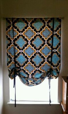 DIY: Making a simple curtain.  Love this for the laundry room and a nursery too!