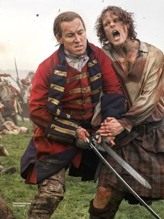 We saw the photos and the cover yesterday for Outlander's second turn on Entertainment Weekly's cover. Today, you can go and find the physical magazine in newstands or order it online.…