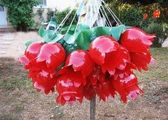handmade yard decorations and plastic recycling ideas Handmade yard decorations are wonderful recycled crafts that can teach kids how to recycle plastic bottles and turn junk which pollutes the Earth into something unique and useful Water Bottle Crafts, Reuse Plastic Bottles, Plastic Bottle Flowers, Plastic Bottle Crafts, Recycled Bottles, Plastic Recycling, Recycled Art Projects, Recycled Crafts, Recycled Furniture