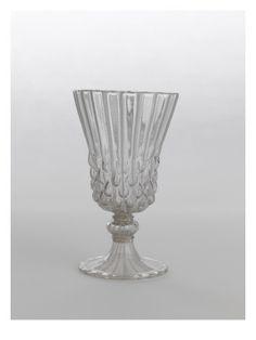 Verre en forme de cloche et à petites bosses - Musée national de la Renaissance (Ecouen)