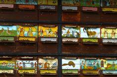 painted frontal boards of bee hives – panjske končnice.