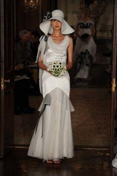 ALL about the iconic fashion designer--Carolina Herrera: http://www.clubfashionista.com/2013/03/carolina-herrera.html  #clubfashionista #fashion #fashiondesigner #CarolinaHerrera