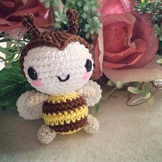 Sweet Bee - Free Amigurumi Pattern here: http://nanaliciouz.blogspot.de/2015/03/free-pattern-sweet-coron-amigurumi.html