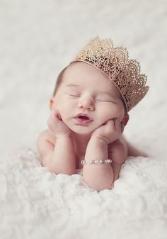 Don't miss to take photos of precious moments of your newborn baby girl. Here are Cute Newborn Photos for Baby Girl Ideas for you. Newborn Shoot, Baby Girl Newborn, Newborn Baby Ideas, Cute Babies Newborn, Newborn Crown, Baby Boy, Baby Girl Photos, Pic Of Baby Girl, Little Girl Photos