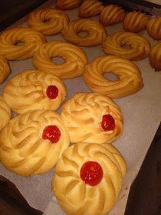 Greek Sweets, Greek Desserts, Greek Recipes, Sweets Recipes, Cookie Recipes, Italian Butter Cookies, Greek Cookies, Greek Pastries, Biscuit Bar