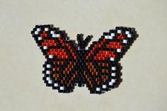 Papillon marron en brick stitch