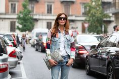How To Dress Like An Italian Girl — 50+ Lessons Worth Knowing #refinery29  http://www.refinery29.com/2014/09/74945/milan-fashion-week-2014-street-style#slide-46  Look closer — that paisley clutch is actually an Etro pillow!