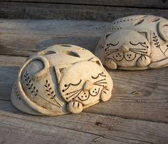 Hottest Images slab Ceramics cat Tips Pottery Animals, Ceramic Animals, Clay Animals, Ceramic Clay, Ceramic Pottery, Pottery Art, Ceramics Projects, Clay Projects, Slab Ceramics