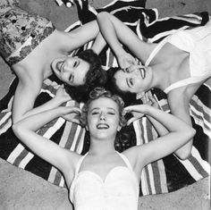 Gather round for a day of surf, sun and sand. #vintage #1940s #beach #women