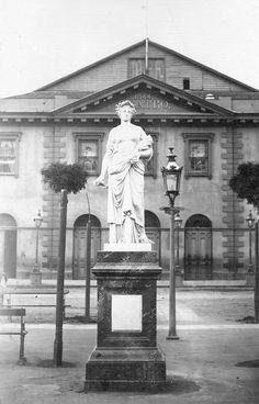 estatua de la Agricultura de la Plaza Victoria de 1867, atras el Teatro Victoria de 1844 by santiagonostalgico, via Flickr