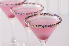 So cute drinks...i wonder what they are! @Katie Anne, i wanna have girly drinks like this with you sometime <3