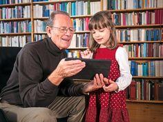 Lo que necesitan las personas y lo que les ofrecen las bibliotecas. Una biblioteca es un buen acompañante a lo largo de la vida. Una biblioteca que sepa cuáles son las necesidades de su comunidad de usuarios y sepa darles una solución a través de los servicios que ofrece. Es verdad que dicha comunidad de usuarios está integrada por una gran variedad de personas, siendo la tipología más reconocible la de los grupos según edad. Distintos tipos de usuarios que quieren y esperan cosas distintas…