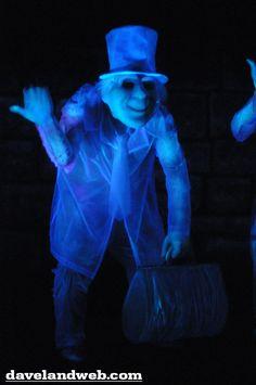 Davelandblog: Freaky Fridays @ The Haunted Mansion: Hitchhiking Ghosts