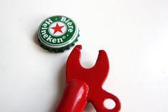 Le Beer-Cycle, un décapsuleur pas comme les autres sur fixie-singlespeed.com Bottle Opener, Bicycle, Christmas Ornaments, Holiday Decor, Home Decor, Veil, Urban Bike, Bike, Decoration Home