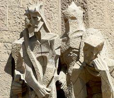 Clássicos da Arquitetura: La Sagrada Familia,Escultura da Fachada da Paixão © Eugene Zhukovsky