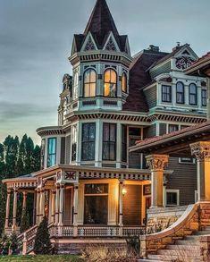 Victorian Architecture, Beautiful Architecture, Beautiful Buildings, Beautiful Homes, Beautiful Dream, Style At Home, Residence Architecture, Victorian Style Homes, Victorian Castle