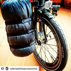 #monkii mounting system at #BIKEgang #FreeParable Gorilla Cage #Repost @valeriasbikeaccessories #brompton #bromptonlifestyle #swisstrip #swissbwc2017 #valeriasbarcelona #valeriasbikeaccessoriescom #trigogear #monkiifamily #gorillafamily #hubsmith #etide #milianparts #minimods #josephkuosac #bromptonjunctionbcn #capproblema