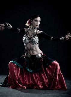Tribal dancer by Nebulaskin. Tribal Fusion, Ballet, Tribal Costume, Tribal Belly Dance, Belly Dance Costumes, Dance Pictures, Belly Dancers, Dance Art, Dance Photography
