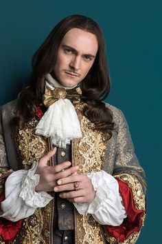 Detailing/ costume inspiration George Blagden as King Louis XIV in 'Versailles' Canal+ Production) Louis Xiv Versailles, Versailles Tv Series, Palace Of Versailles, Theatre Costumes, Movie Costumes, George Blagden, Luis Xiv, 17th Century Fashion, Medieval Costume