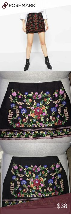 """Super Trendy Skirt! This floral skirt is everything ! Flat measurements: waist 16"""", hips 18.5"""", length 14""""You'll revived the skirt as seen in the second, third and fourth pictures! Skirts Mini"""