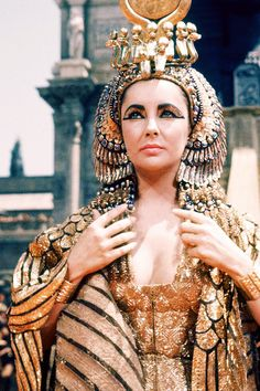 Elizabeth Taylor Cleopatra Cape | Elizabeth Taylor on the set of Cleopatra (1963)