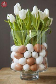 """Tulpen mit """"#Eier im Glas"""", #Osterdeko mit Blumen; flower decoration for easter, eggs in a glass"""