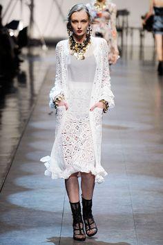 Белое летнее пальто (кардиган) из коллекции Dolce & Gabbana SS 2010: Вязание крючком и спицами