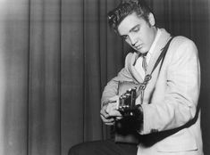 Biography of Elvis Presley - Biography Archive